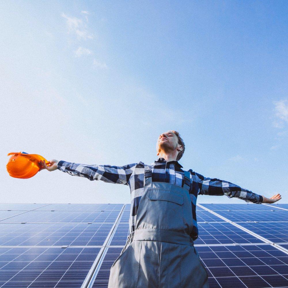 Optymalnie zaprojektowana instalacja fotowoltaiczna wytwarza rocznie około 1000 kWh nakażdy kilowat mocy.